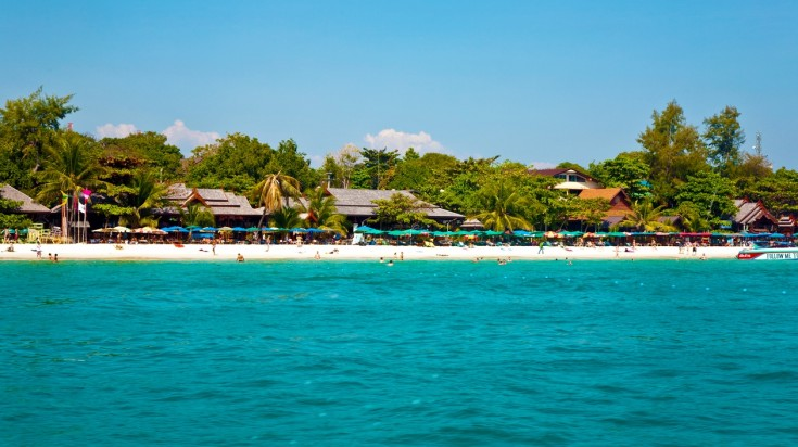 Accompanied by favorable weather and an interesting beach-vibe, Koh Samet is where to head when in Thailand.