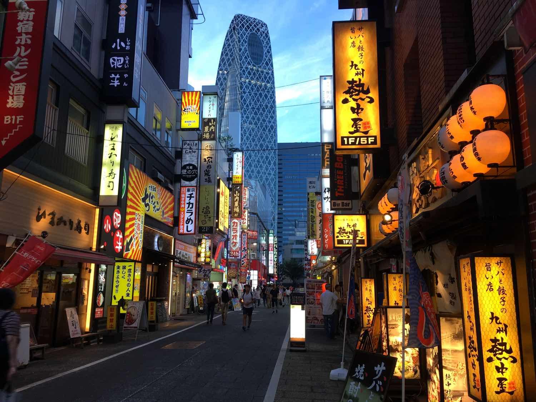 japan things to know travel tips shinjuku blade runner
