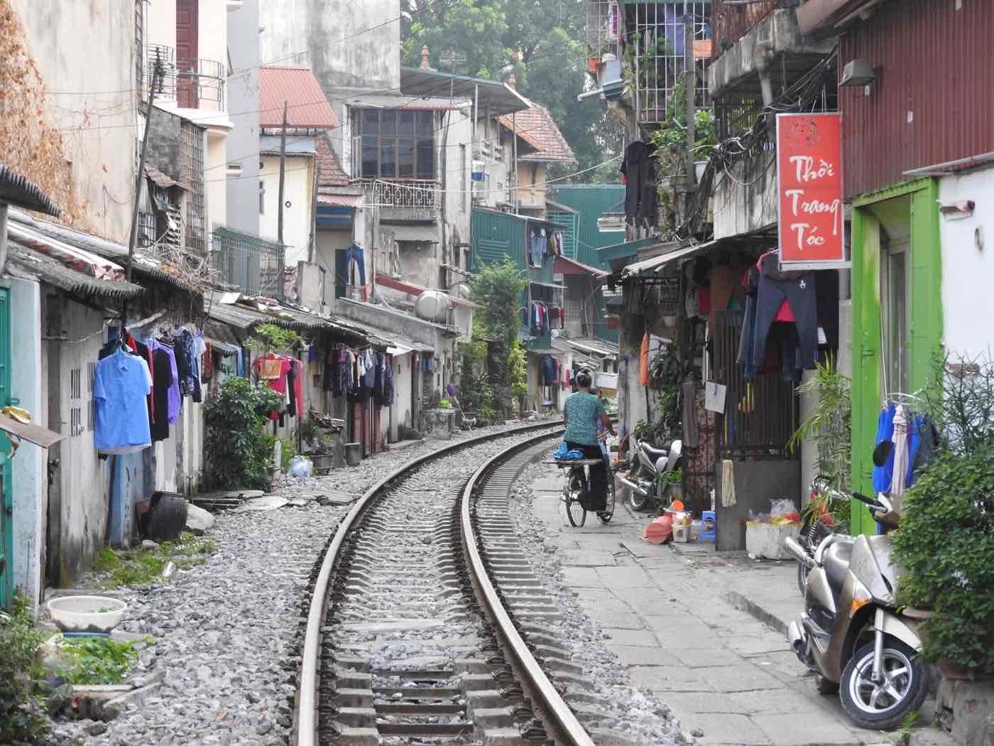 travel vietnam tips hanoi rail way