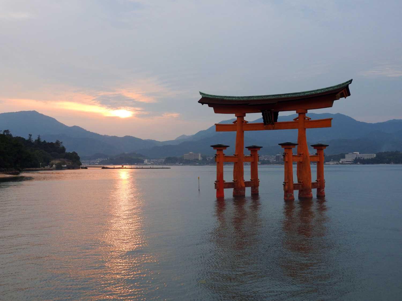 japan itinerary two weeks miyajima floating torii