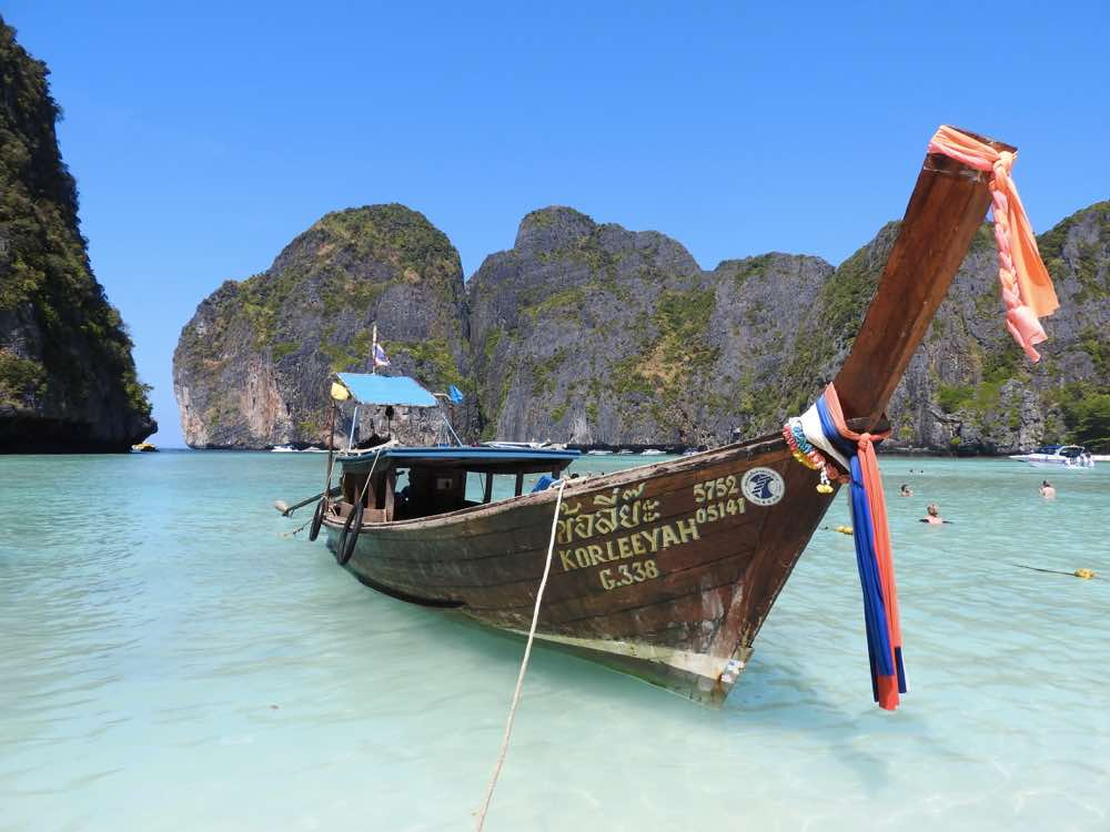 island hopping in thailand koh phi phi lee