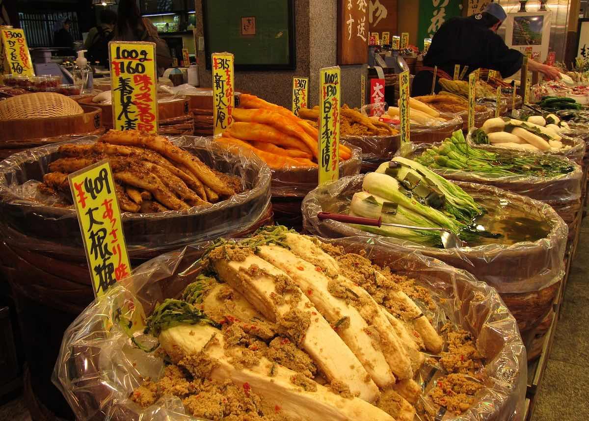 Kyoto things to do japan nishiki market food stalls